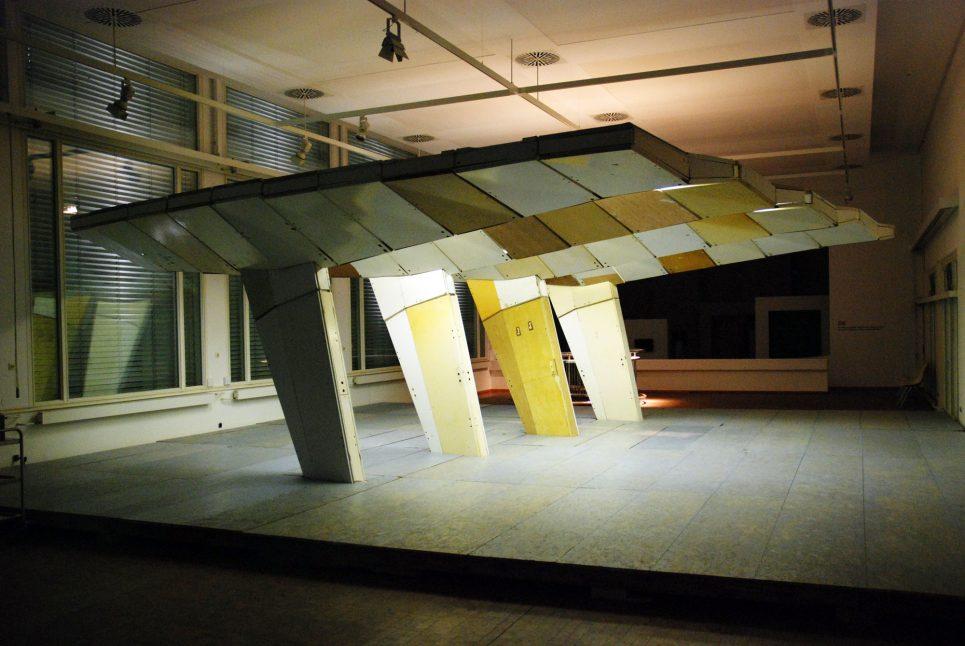 raumlabor freund der moderne vordach. Black Bedroom Furniture Sets. Home Design Ideas